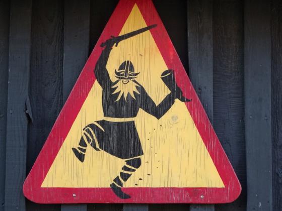 Tag 1 - Hafnarfjörður: Der tanzende Wikinger