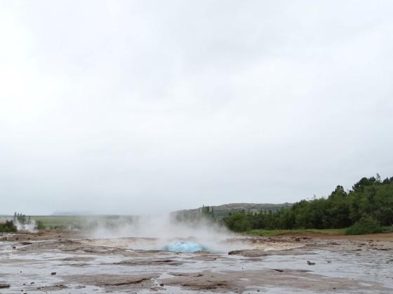 Tag 3.1 - Haukadalur - Strokkur kurz vor dem Ausbruch...
